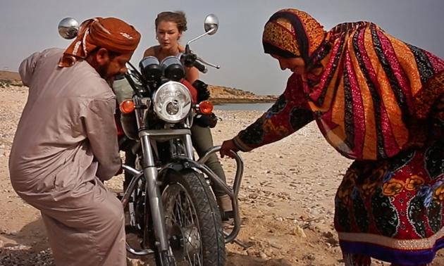A nomadic couple helping Rosie Gabrielle get her bike unstuck.