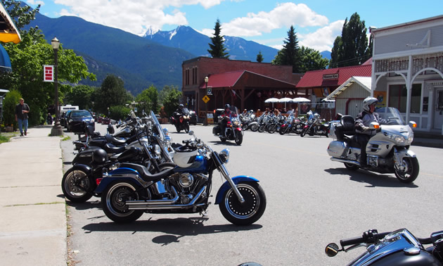 A bunch of motorcycles parked in downtown Kaslo.