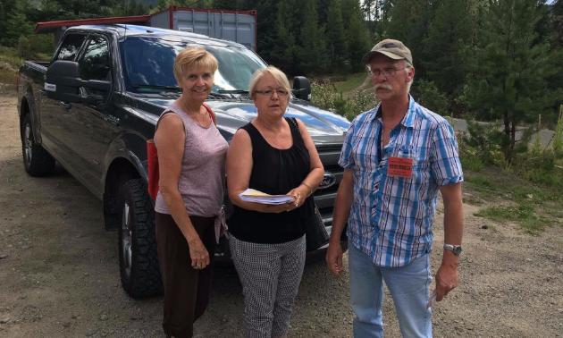 MLA Linda Larsen and MLA Jackie Tagert receiving copy of petition (1934 signatures) to revoke bylaw 925 from Ed Vermette.