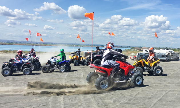 The Anmore Off Roaders travel to Moses Lake Mud Flats and Sand Dunes in Washington every May long weekend.