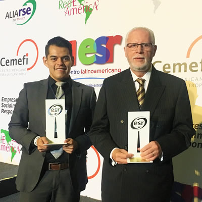 David Mora and Fernando Ayala, BRP Mexico collaborators, receiving the ESR distinctive.