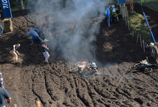 The first amateur race on the muddy Washougal track was Supermini. It was a super mess.