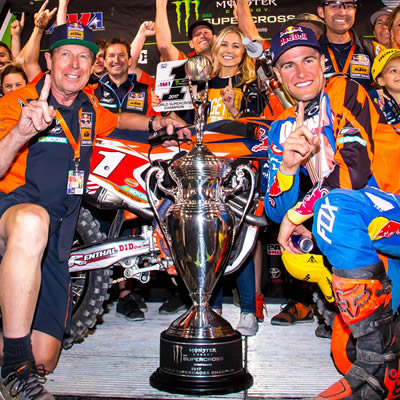 Ryan Dungey and his team.