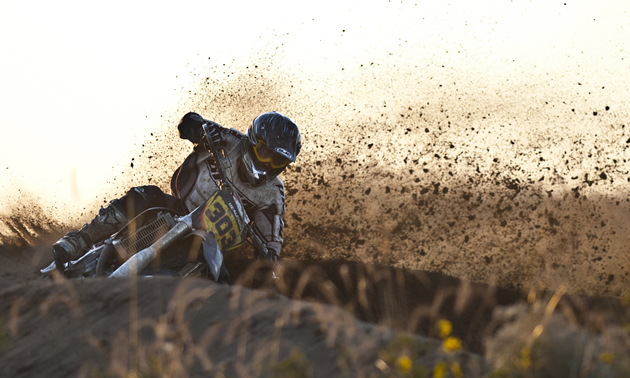 how to go around sand corners dirt bikr